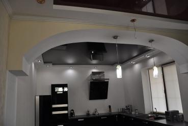 Натяжной потолок в студию 20 м2