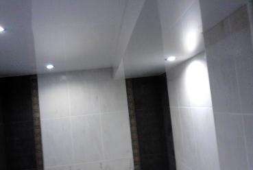 Натяжной потолок в в ванной 20 м2